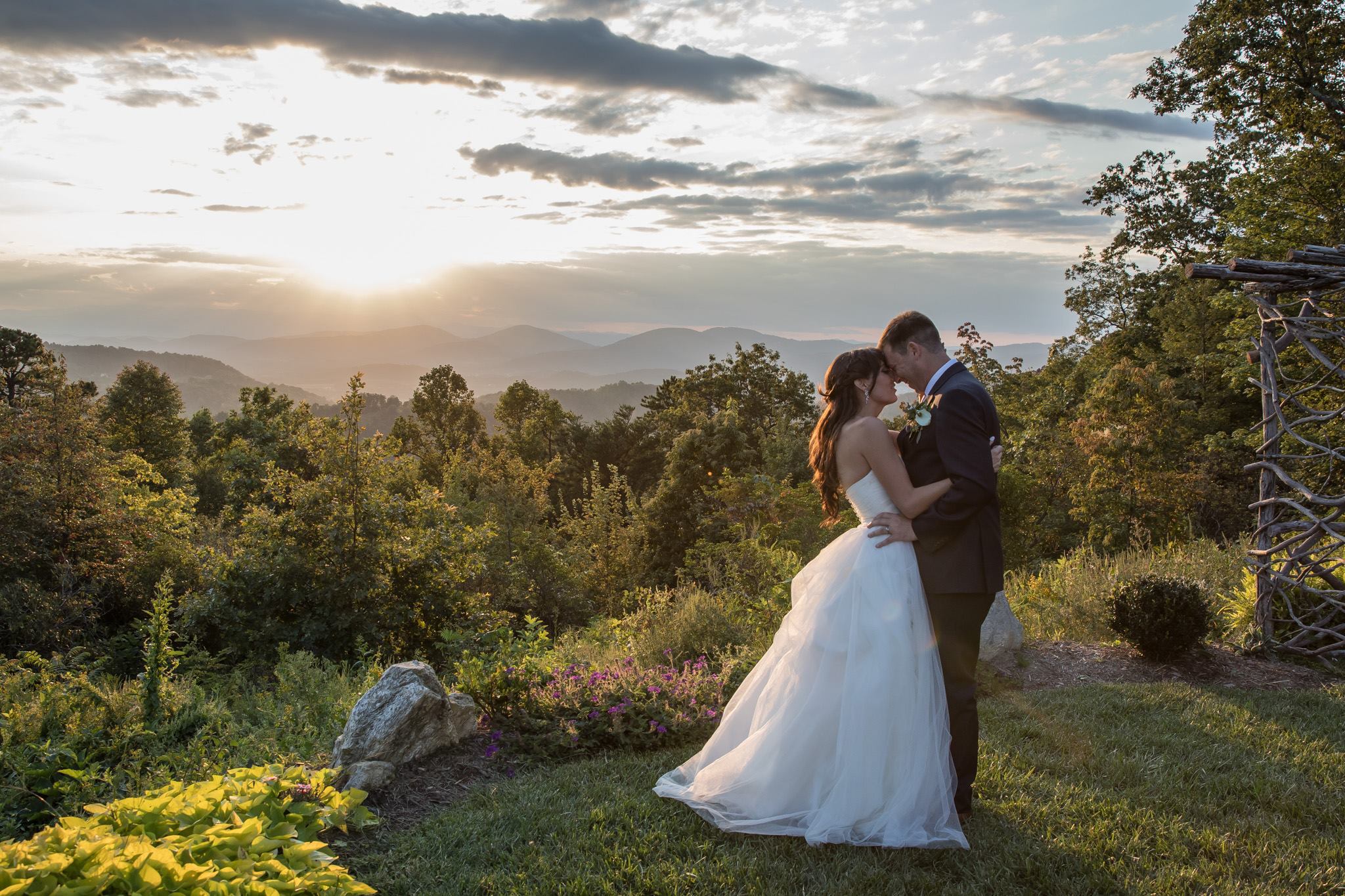 Unique Wedding Venues Near Me For Unforgettable Moment: Mountain Weddings At The Cabin Ridge